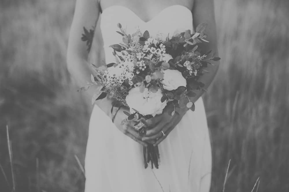stylish mountain meadow elopement central oregon victoria carlson photography 0024