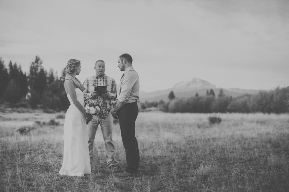 stylish mountain meadow elopement central oregon victoria carlson photography 0048