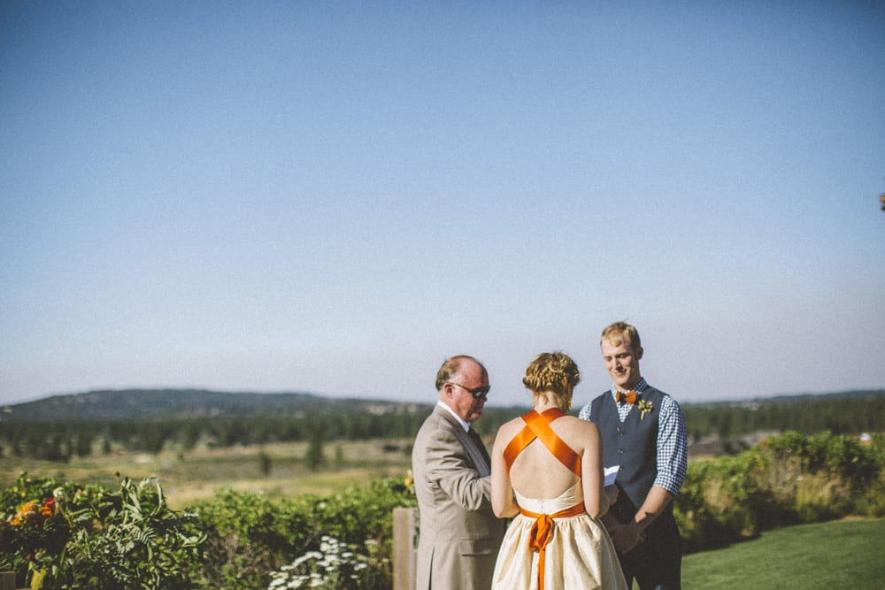 tetherow golf course bend oregon outdoor summer wedding victoria carlson photography 0052