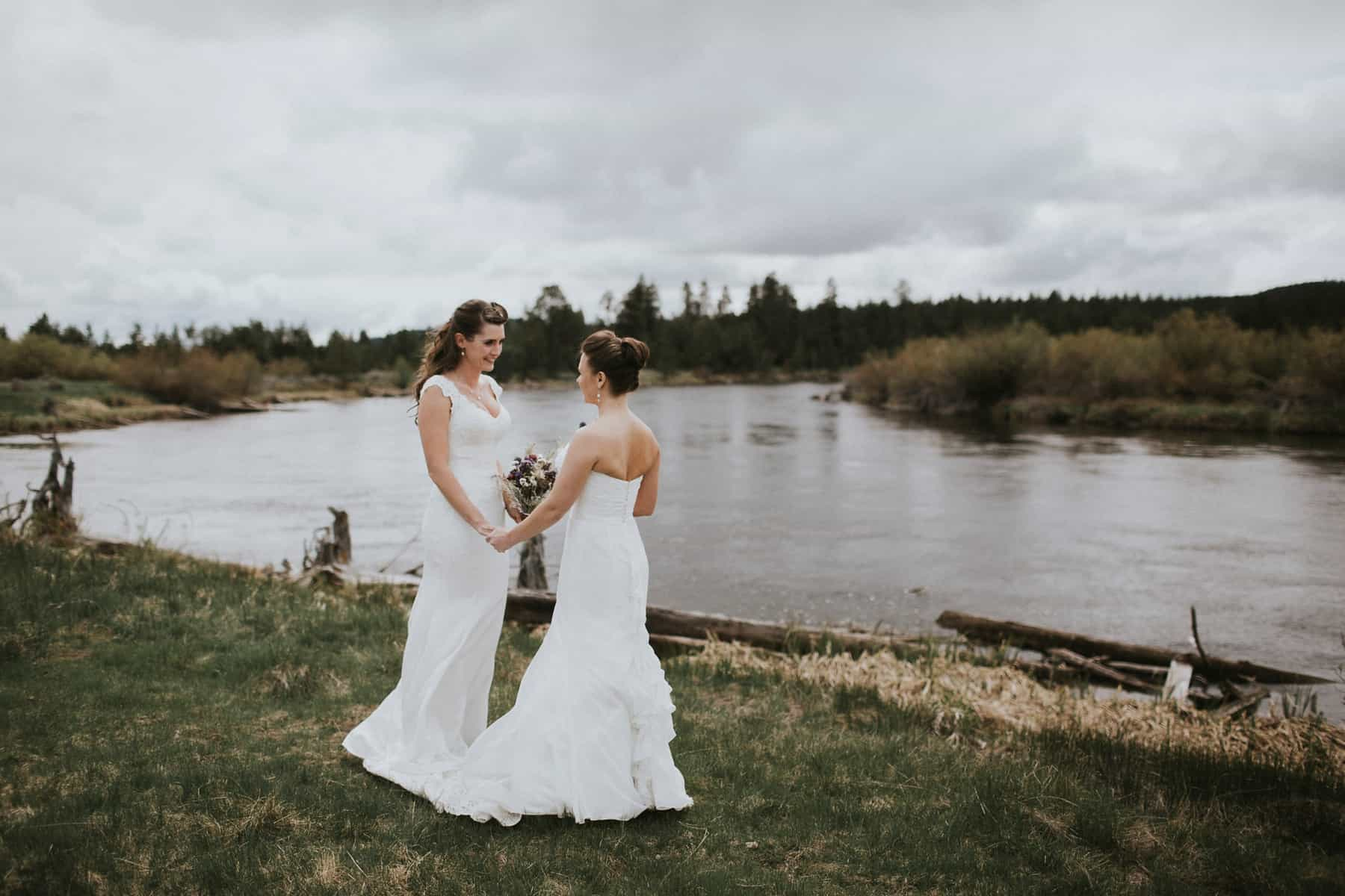 Sara Emily Sunriver Bend Oregon Rustic Lodge Wedding 0024