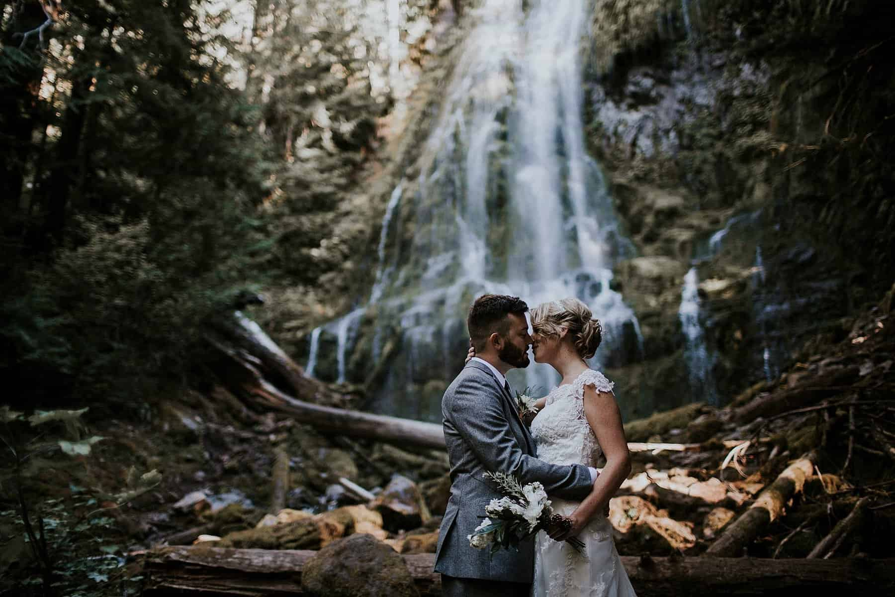 bend-central-oregon-waterfall-adventure-wedding-elopement-002