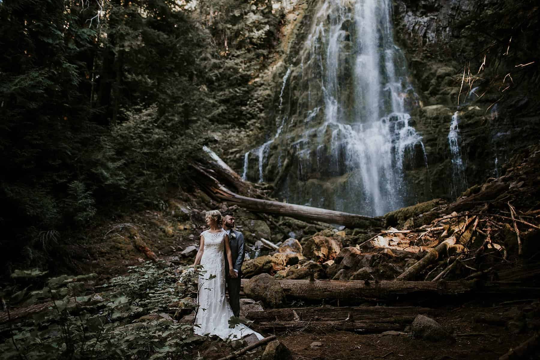 bend-central-oregon-waterfall-adventure-wedding-elopement-003