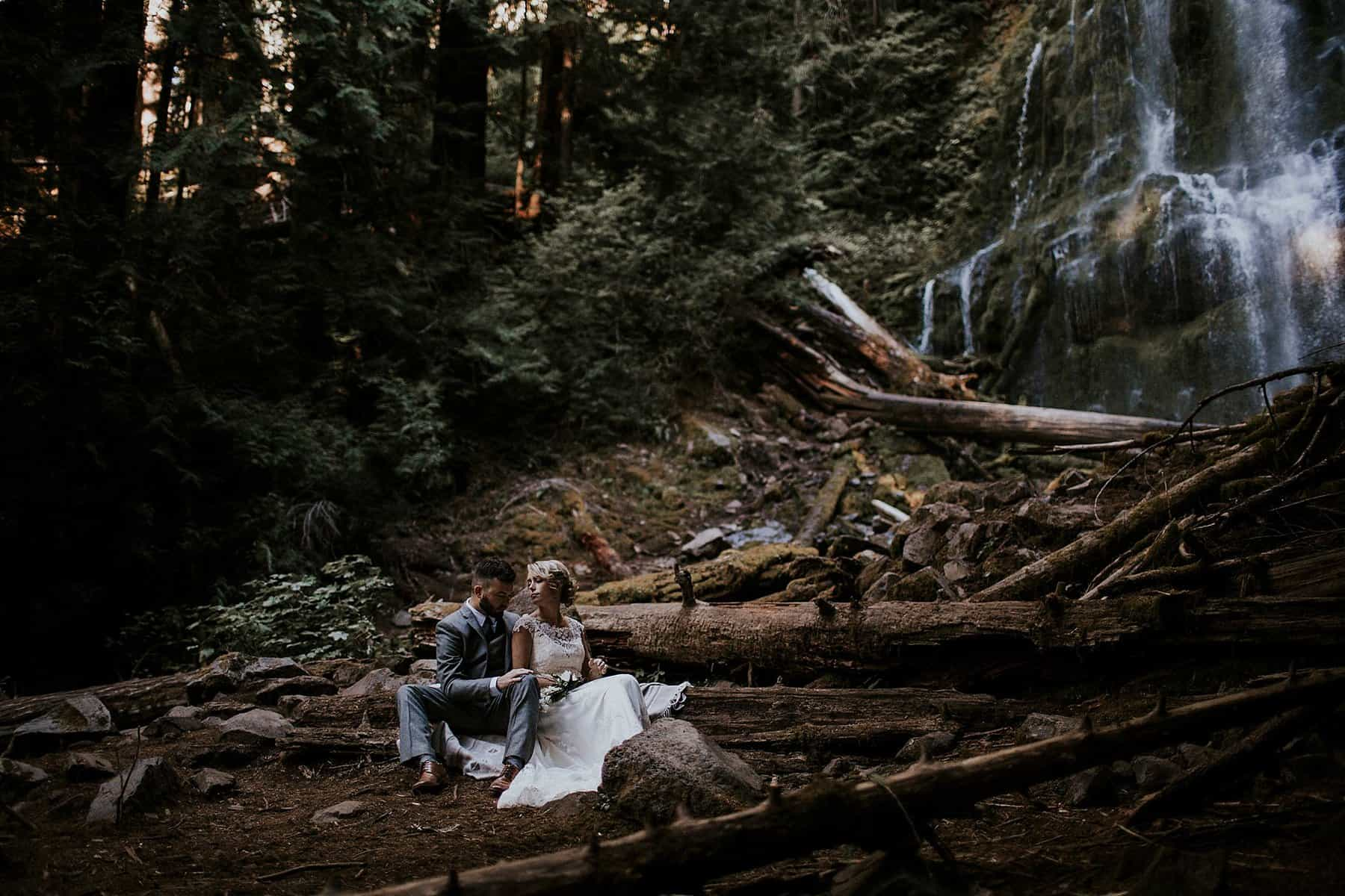 bend-central-oregon-waterfall-adventure-wedding-elopement-005z
