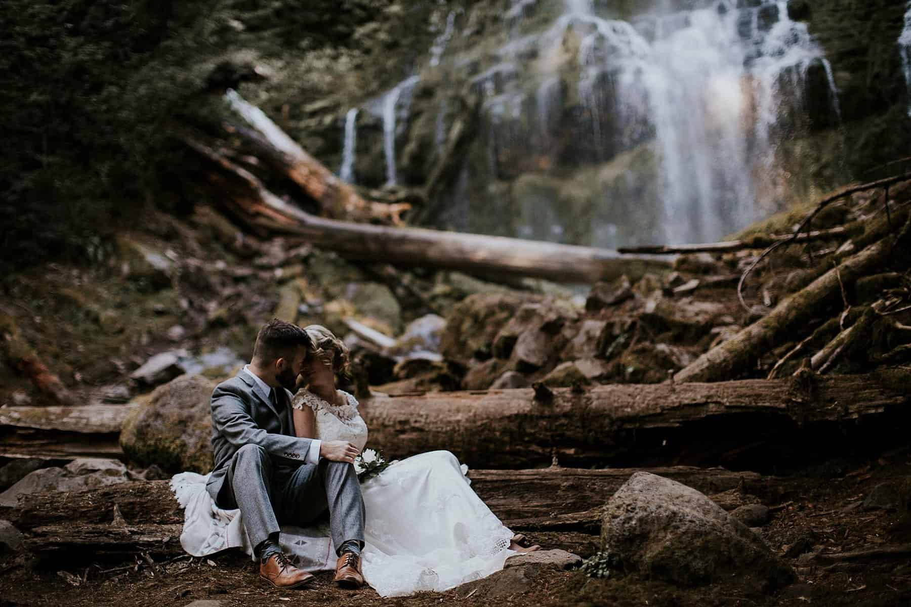 bend-central-oregon-waterfall-adventure-wedding-elopement-010