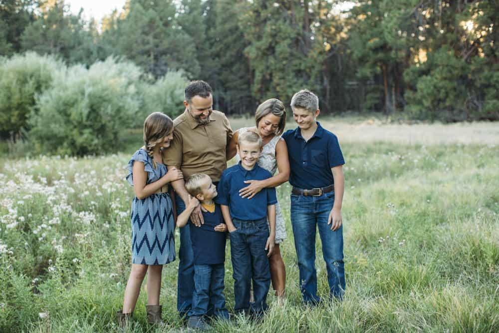 family shoot field bend sisters central oregon