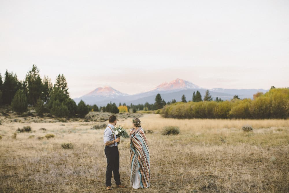 stylish mountain meadow elopement central oregon victoria carlson photography 0007