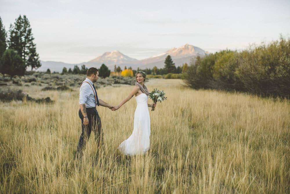 stylish mountain meadow elopement central oregon victoria carlson photography 0016