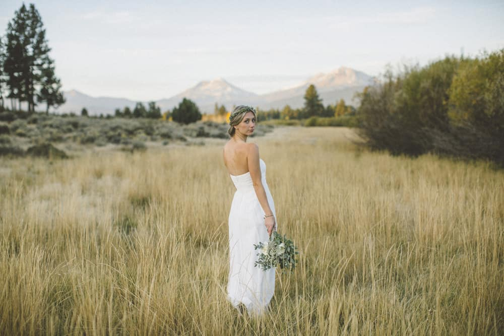 stylish mountain meadow elopement central oregon victoria carlson photography 0025