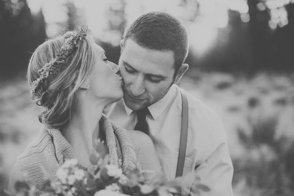 stylish mountain meadow elopement central oregon victoria carlson photography 0037