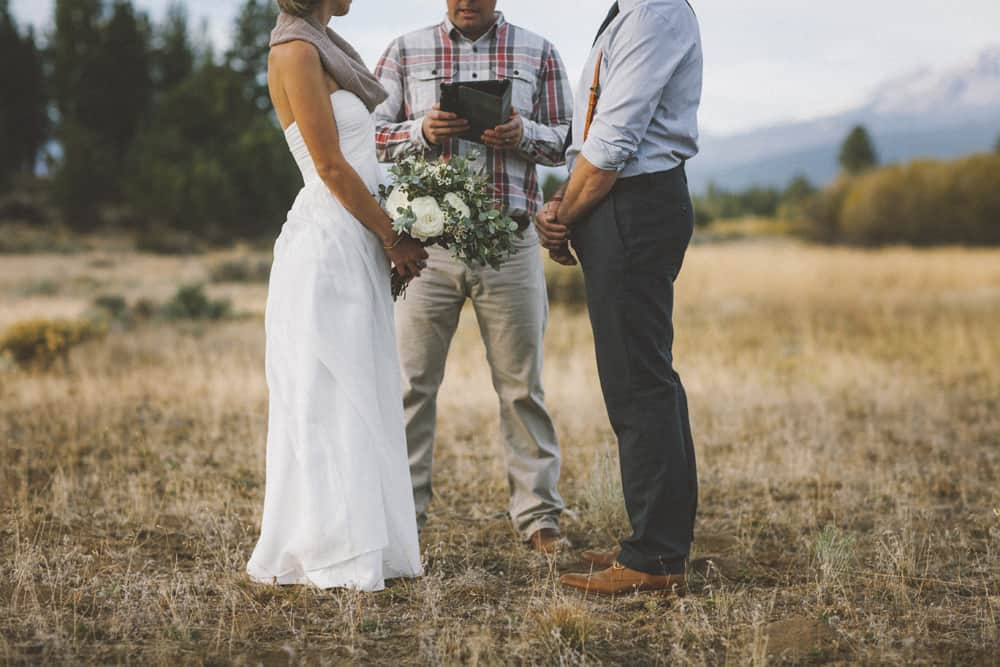 stylish mountain meadow elopement central oregon victoria carlson photography 0054