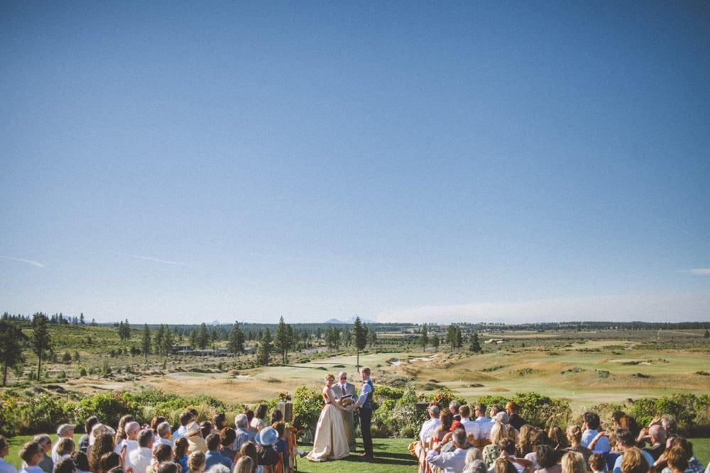 tetherow golf course bend oregon outdoor summer wedding victoria carlson photography 0048