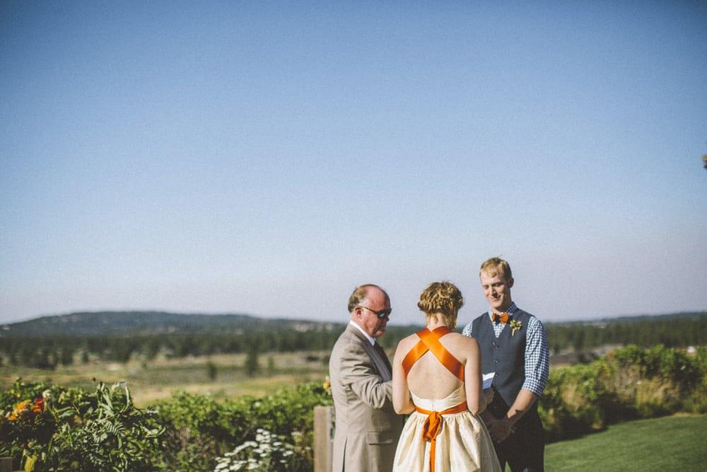 tetherow golf course bend oregon outdoor summer wedding victoria carlson photography 0052