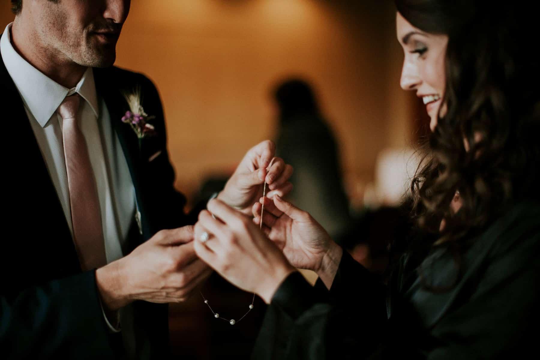 Sara Emily Sunriver Bend Oregon Rustic Lodge Wedding 0015