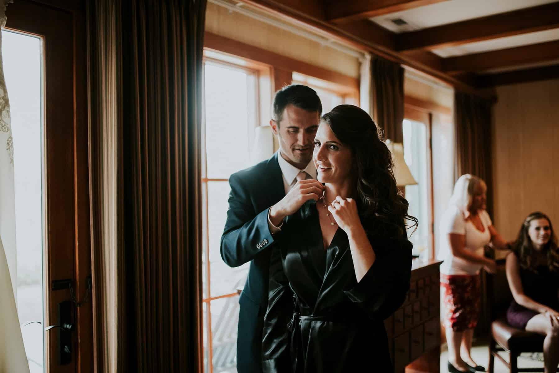 Sara Emily Sunriver Bend Oregon Rustic Lodge Wedding 0016