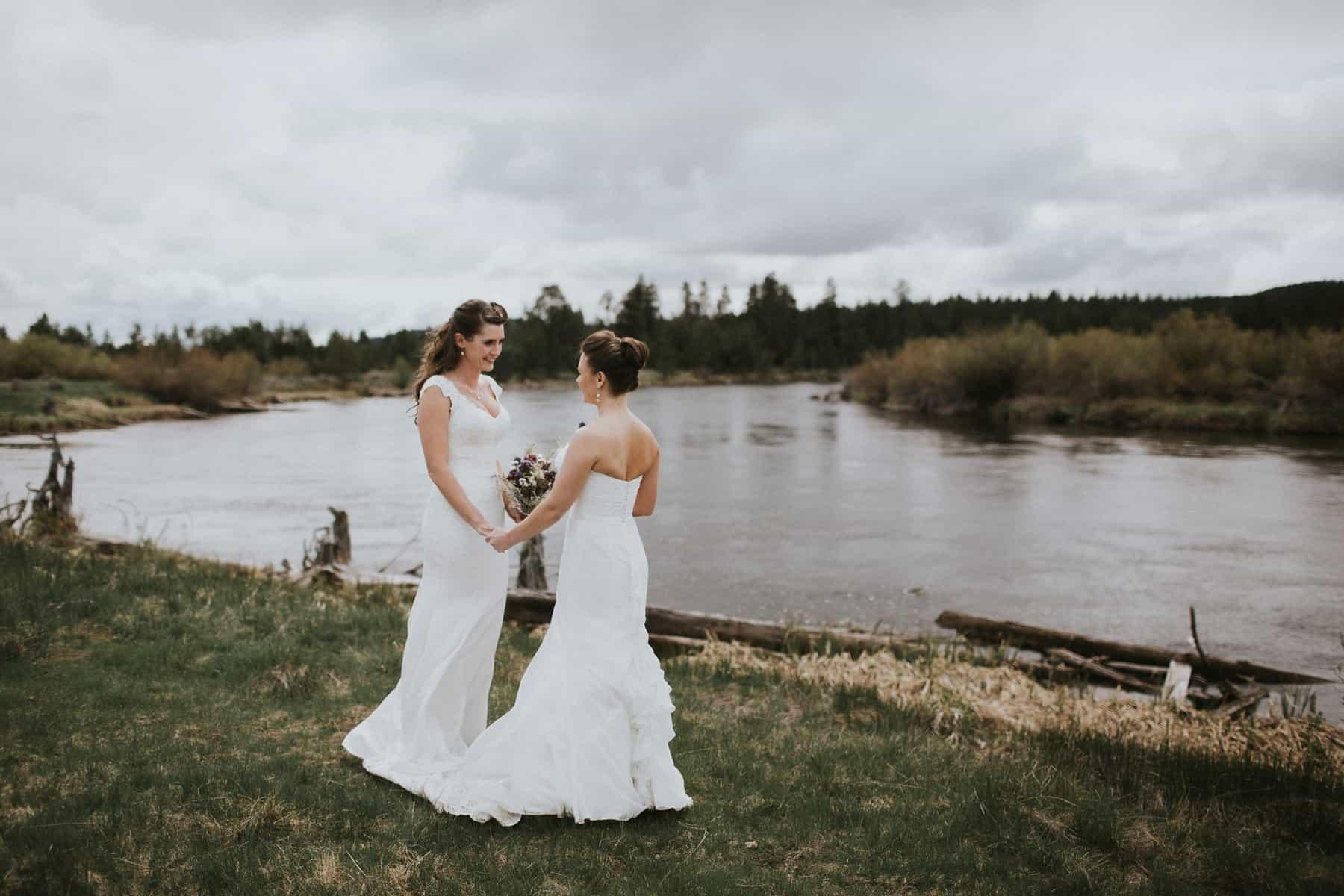 Sara Emily Sunriver Bend Oregon Rustic Lodge Wedding 0024