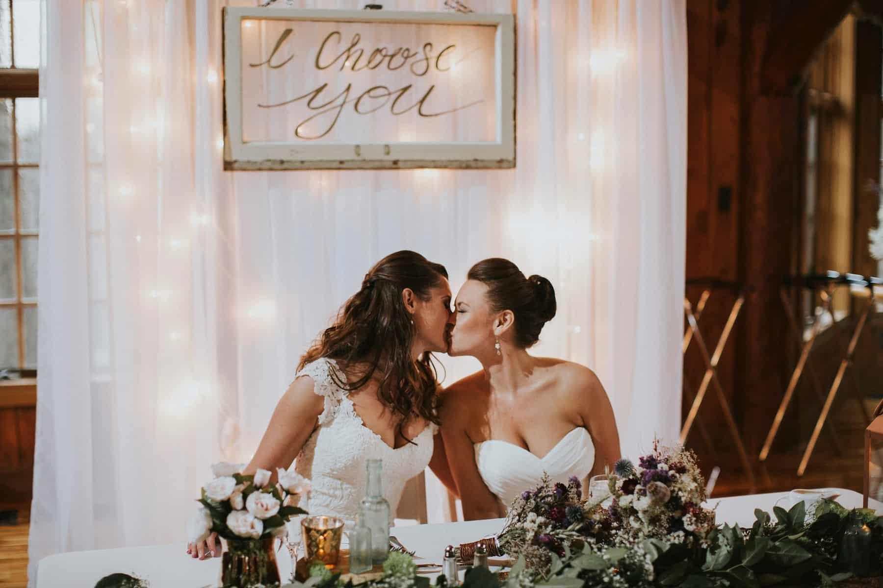 Sara Emily Sunriver Bend Oregon Rustic Lodge Wedding 0057